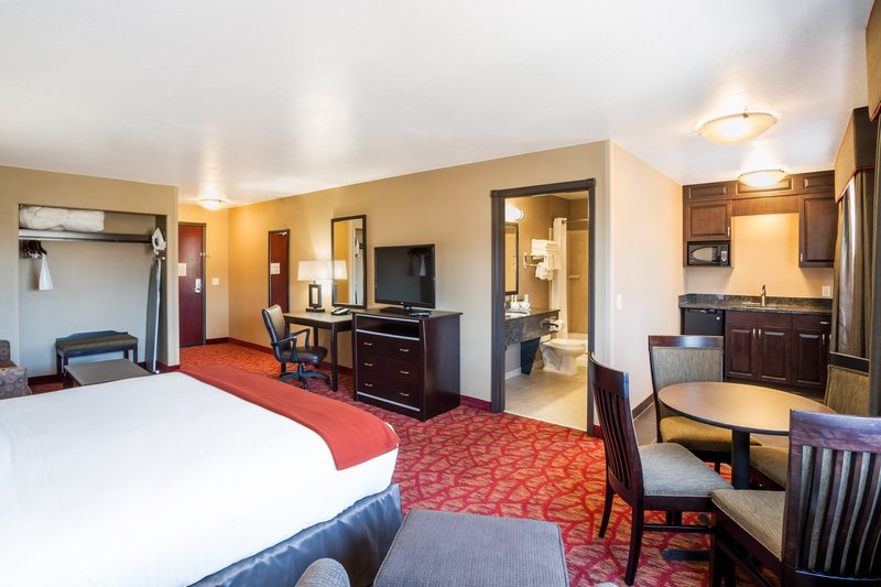 Holiday Inn Express & Suites Moab-King Executive Suite with Dining Area and Full Size Sofa Sleeper<br/>Image from Leonardo