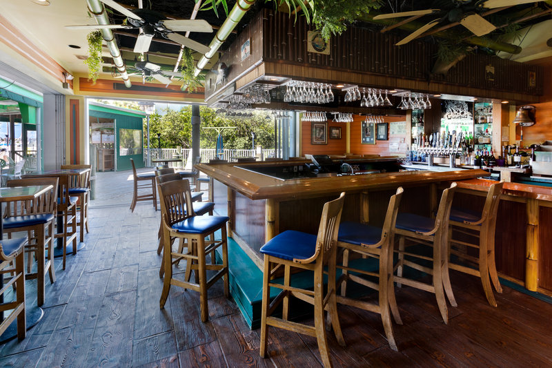 Holiday Inn & Suites Clearwater Beach S Harbour-Unwind at one of our 3 onsite bars with a variety of drink options<br/>Image from Leonardo