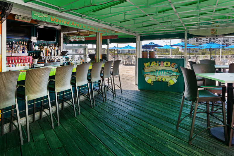 Holiday Inn & Suites Clearwater Beach S Harbour-Join us at the outdoor Wahoo bar for a tropical specialty drink. <br/>Image from Leonardo