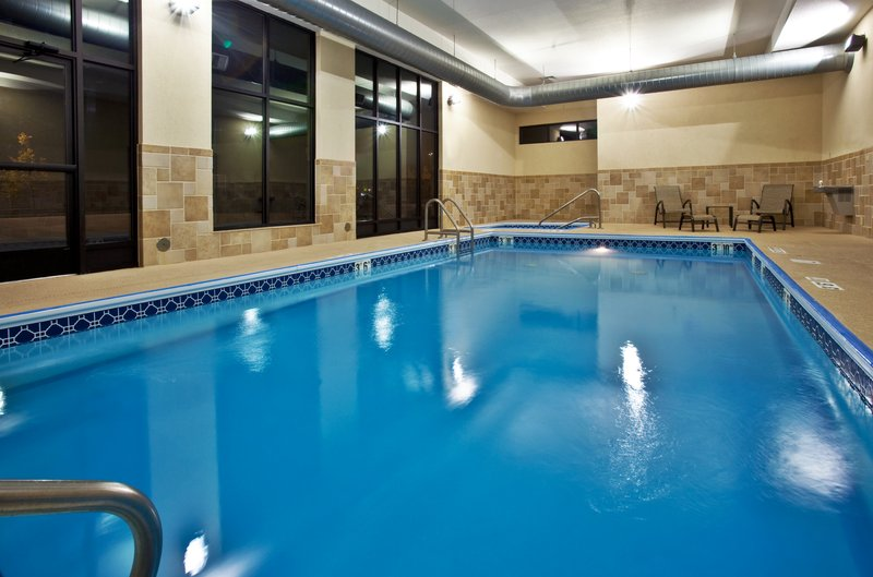 Holiday Inn Quincy East-Pool area with hot tub.<br/>Image from Leonardo