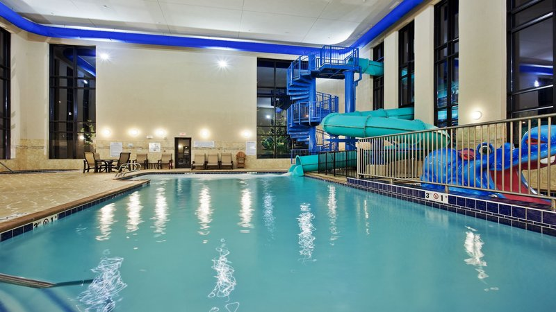 Holiday Inn Express & Suites Great Falls-Pool Room with 140