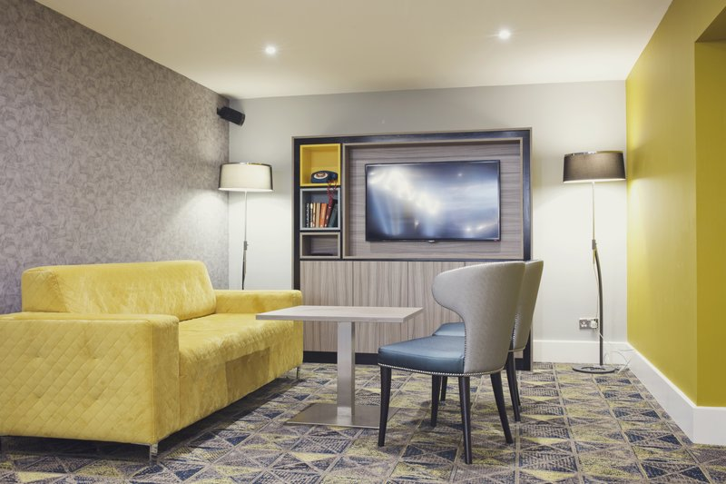 Holiday Inn Newcastle - Gosforth Park-Quiet area in the lounge<br/>Image from Leonardo