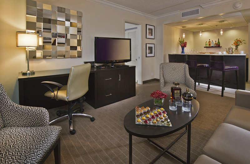 Crowne Plaza Suffern-Mahwah-King Suite Living area<br/>Image from Leonardo