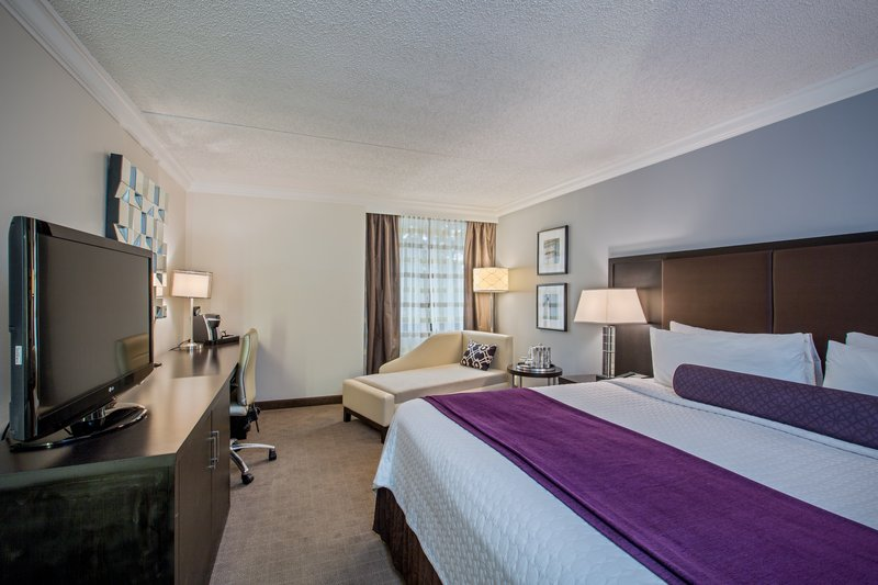 Crowne Plaza Suffern-Mahwah-Deluxe King Room<br/>Image from Leonardo