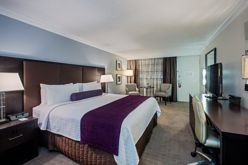 Crowne Plaza Suffern-Mahwah-King Executive Room with Fridge<br/>Image from Leonardo