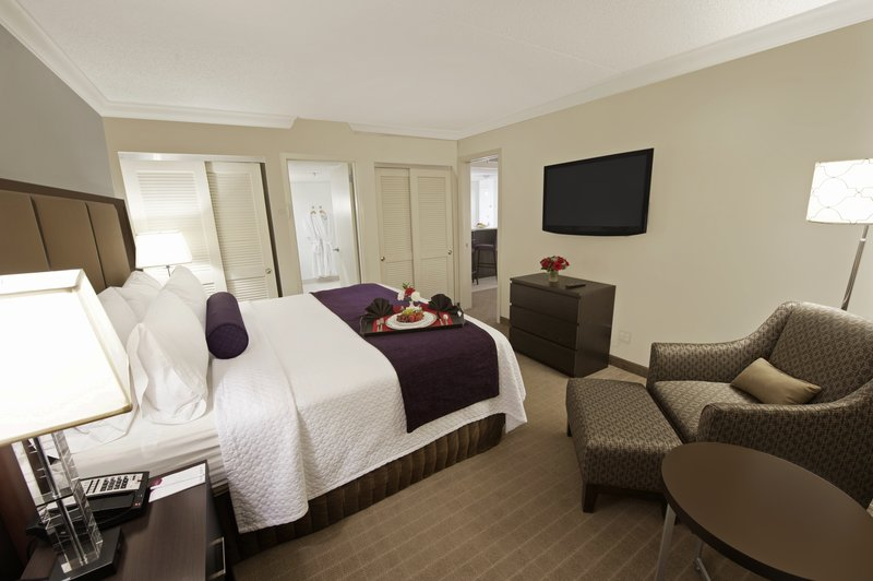 Crowne Plaza Suffern-Mahwah-Suite<br/>Image from Leonardo