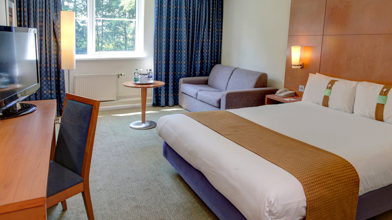 Holiday Inn Fareham - Solent-Our executive hotel room includes complimentary water and a sofa<br/>Image from Leonardo