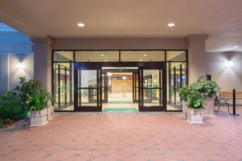 Holiday Inn Little Rock - Airport - Conf Ctr-Entrance<br/>Image from Leonardo