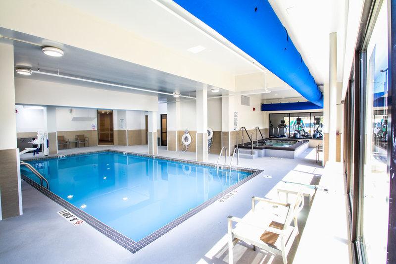 Holiday Inn Milwaukee Riverfront-Swimming Pool<br/>Image from Leonardo