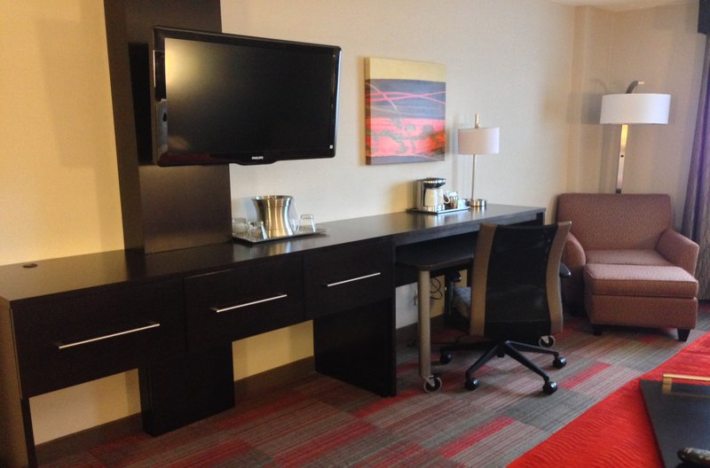 Holiday Inn Milwaukee Riverfront-Guest Room<br/>Image from Leonardo