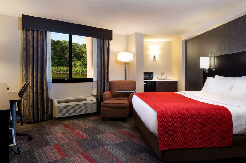Holiday Inn Milwaukee Riverfront-King Superior Room<br/>Image from Leonardo