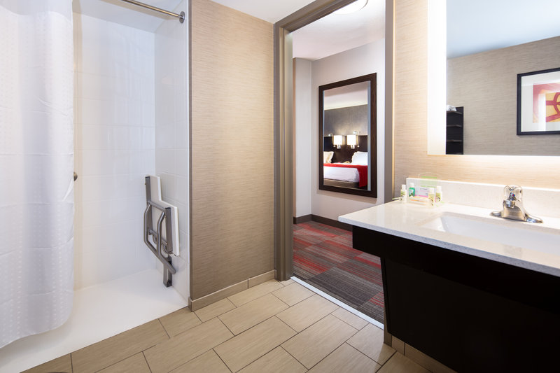Holiday Inn Milwaukee Riverfront-Accessible Roll In Shower<br/>Image from Leonardo