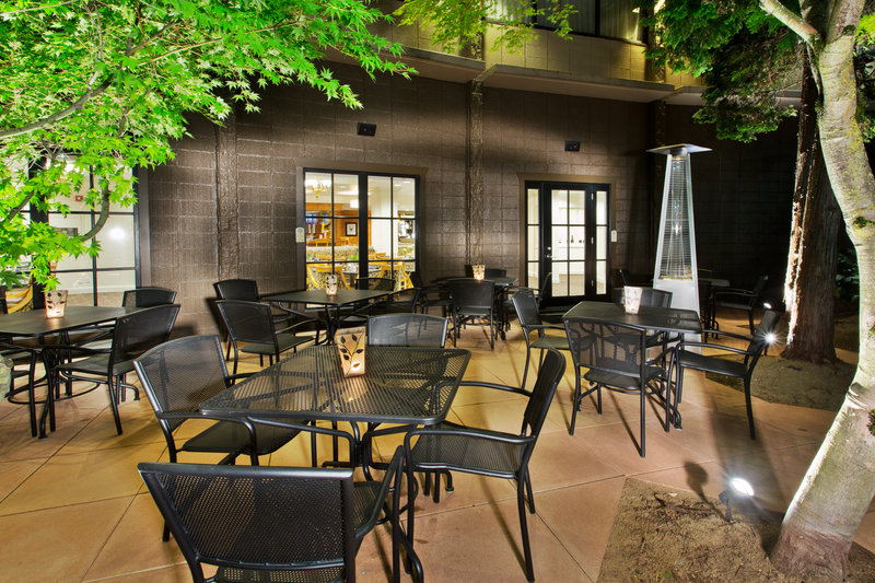 Crowne Plaza Portland-Downtown Conv Ctr-Restaurant Patio<br/>Image from Leonardo