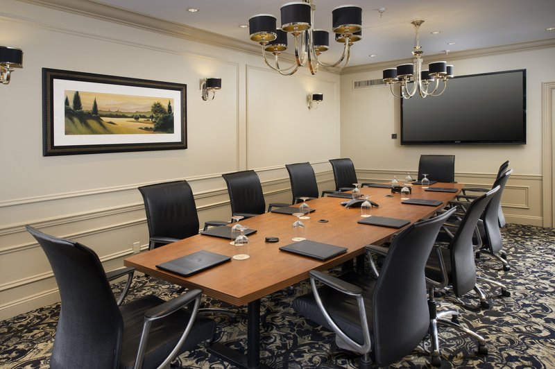 Crowne Plaza Portland-Downtown Conv Ctr-Plug and play in our high-tech Executive Boardroom<br/>Image from Leonardo