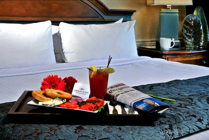 Crowne Plaza Portland-Downtown Conv Ctr-Room Service: Crowne Plaza Portland Downtown Convention Center<br/>Image from Leonardo