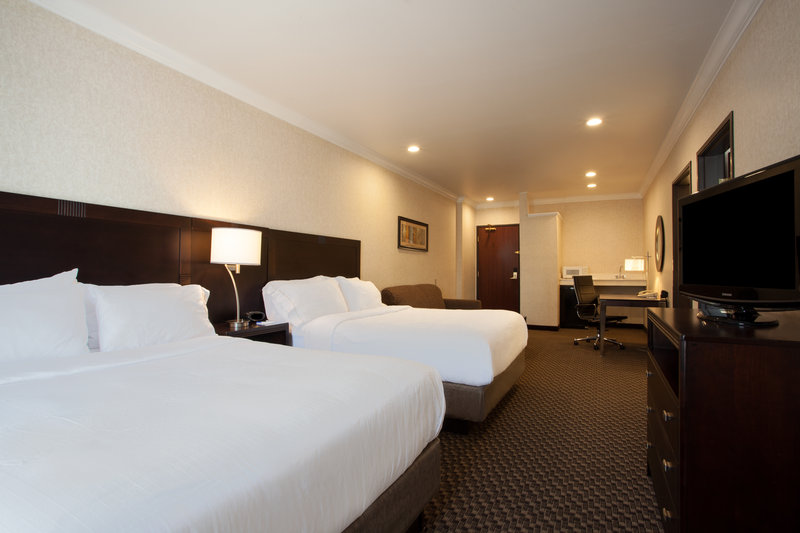 Holiday Inn Express & Suites Davis-University Area-Family Suite with 3 Beds<br/>Image from Leonardo