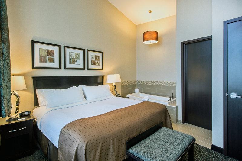 Holiday Inn Saskatoon Downtown-A good night sleep awaits you in the seperate penthouse bedroom.<br/>Image from Leonardo