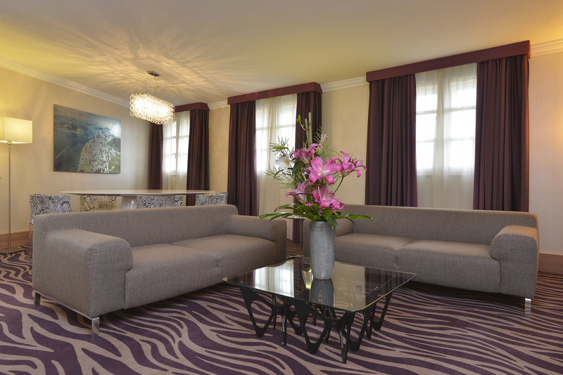 Crowne Plaza Toulouse-Suite living room<br/>Image from Leonardo
