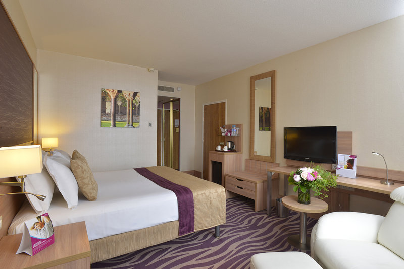 Crowne Plaza Toulouse-Superior room - King size bed<br/>Image from Leonardo