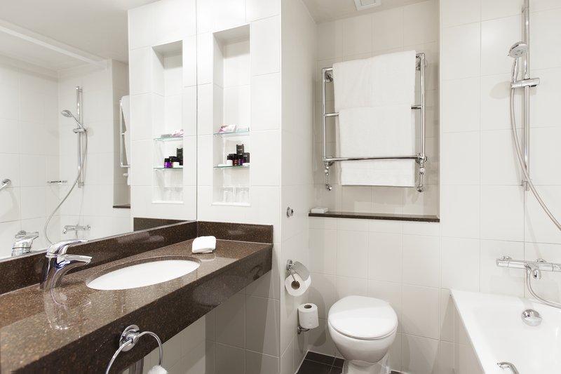 Crowne Plaza Reading-Crowne-Plaza-Reading-Club-Room-Bathroom<br/>Image from Leonardo