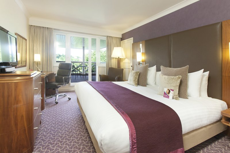 Crowne Plaza Reading-Executive room with a a balcony, king size bed<br/>Image from Leonardo