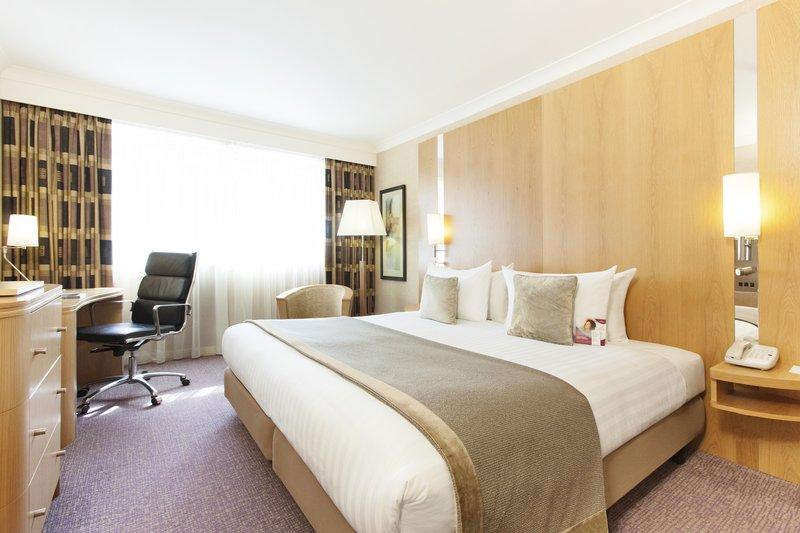Crowne Plaza Reading-Standard Kingsize Bed<br/>Image from Leonardo