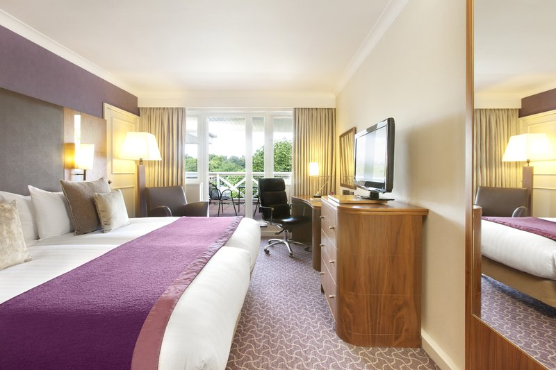 Crowne Plaza Reading-Executive Twin room with a balcony - two single beds<br/>Image from Leonardo