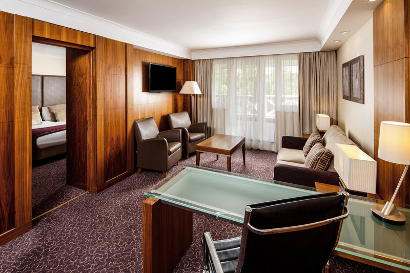 Crowne Plaza Reading-Guest Room<br/>Image from Leonardo