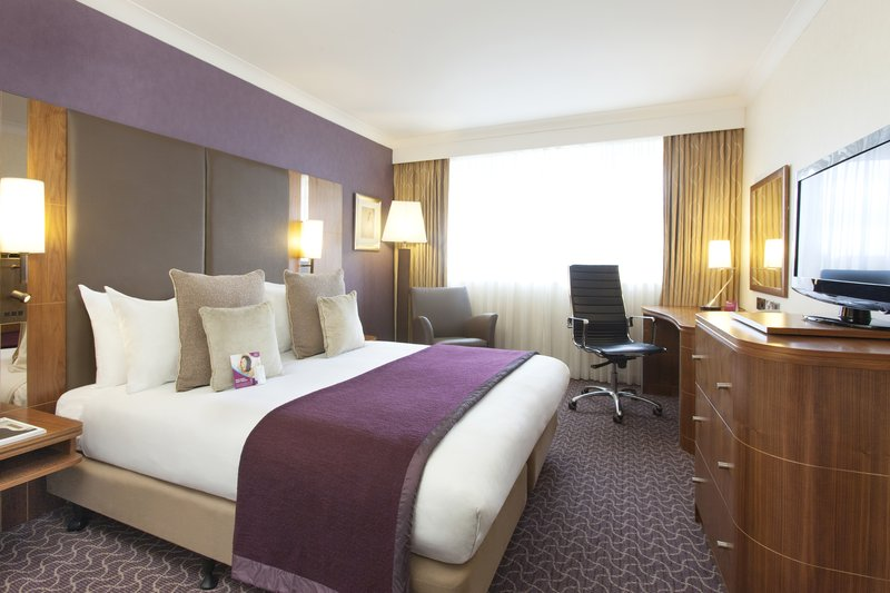 Crowne Plaza Reading-Executive room with a double bed<br/>Image from Leonardo