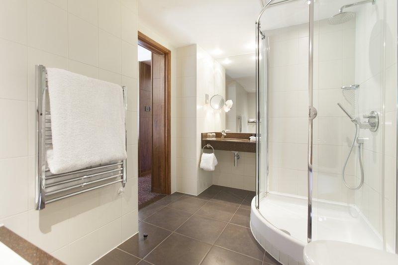 Crowne Plaza Reading-Crowne-Plaza-Reading-Club-Suite-Bathroom<br/>Image from Leonardo