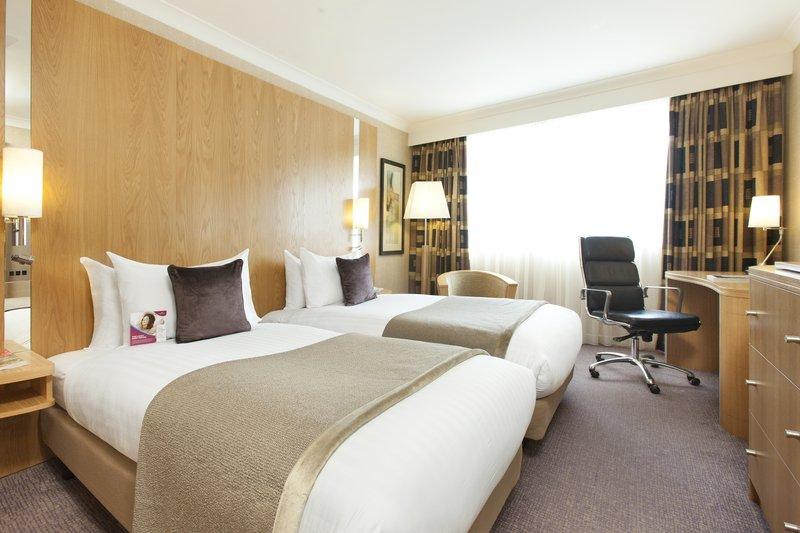 Crowne Plaza Reading-Standardroom Twin Single Beds<br/>Image from Leonardo
