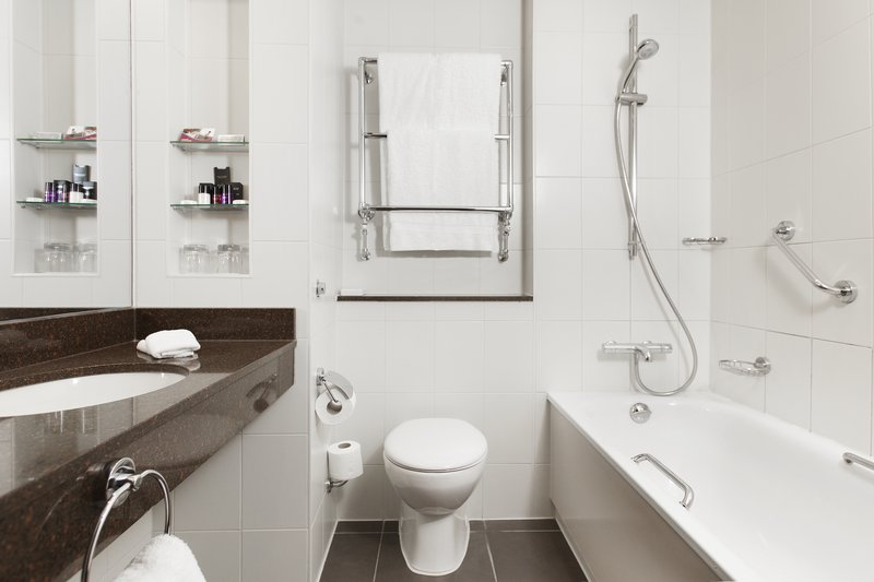 Crowne Plaza Reading-Crowne-Plaza-Reading-Standard-Room-Bathroom<br/>Image from Leonardo