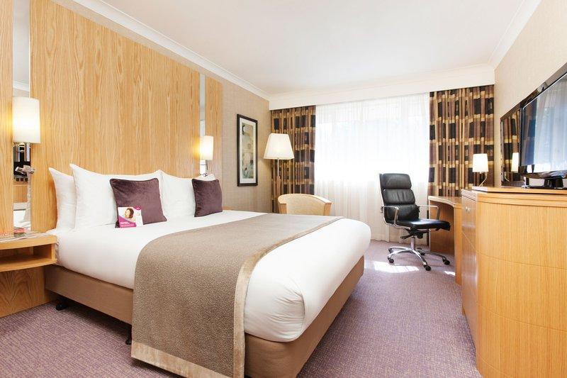Crowne Plaza Reading-Standard Room Kingsize Bed<br/>Image from Leonardo