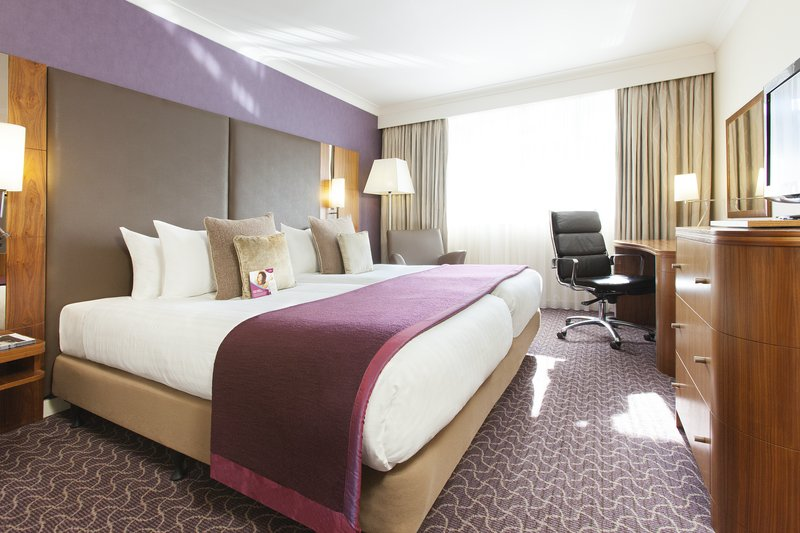 Crowne Plaza Reading-Executive room with either a double or 2 single beds<br/>Image from Leonardo