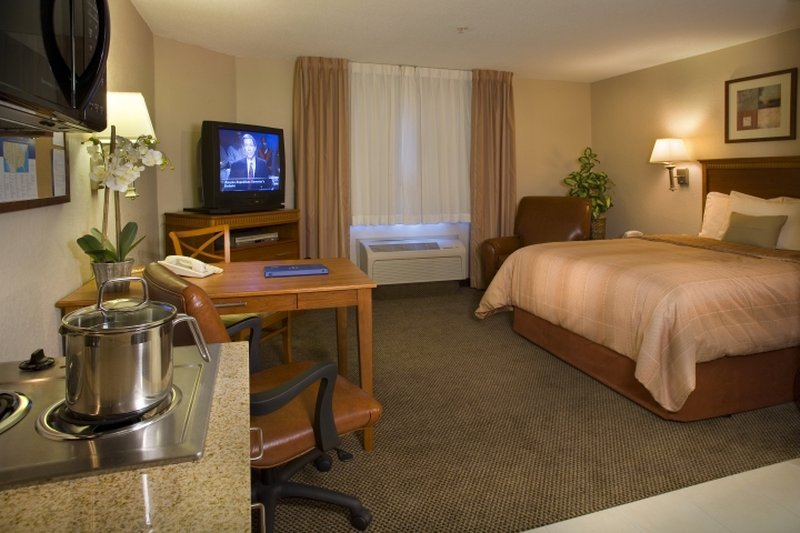 Candlewood Suites Omaha Airport-Studio Suite Queen Bed<br/>Image from Leonardo