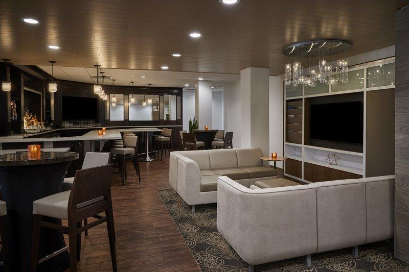 Holiday Inn Alexandria-Carlyle-Bar and Lounge<br/>Image from Leonardo