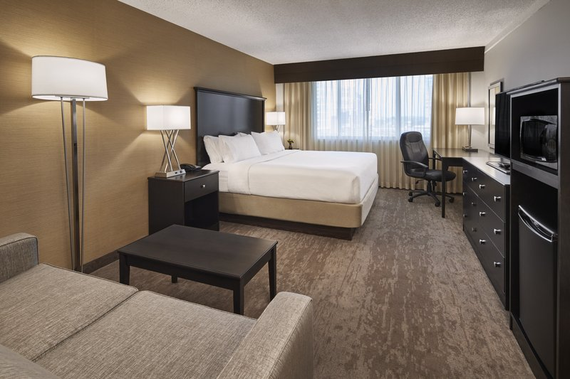 Holiday Inn Alexandria-Carlyle-Enjoy extra space in a King Executive Room<br/>Image from Leonardo