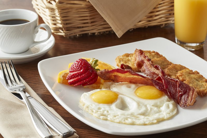 Holiday Inn Alexandria-Carlyle-Breakfast Area<br/>Image from Leonardo