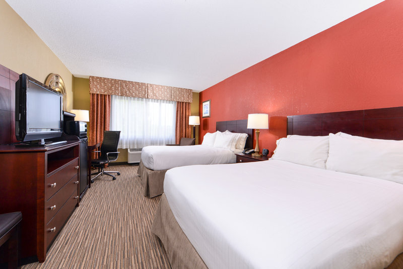 Holiday Inn Express Clearwater East - Icot Center-Standard Room with 2 Double Beds<br/>Image from Leonardo
