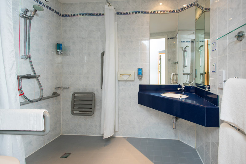 Holiday Inn Express Northampton M1, Jct.15-Our accessible en-suites are well-equipped for wheelchair users<br/>Image from Leonardo