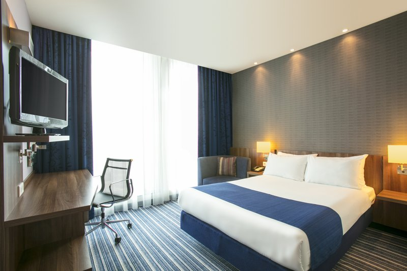 Holiday Inn Express The Hague - Parliament-Queen Guest Room<br/>Image from Leonardo
