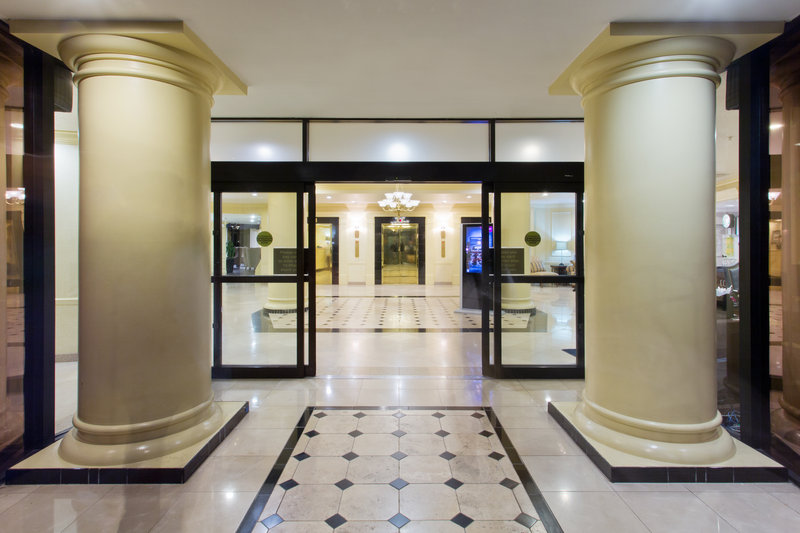 Crowne Plaza Portland-Downtown Conv Ctr-Entrance<br/>Image from Leonardo