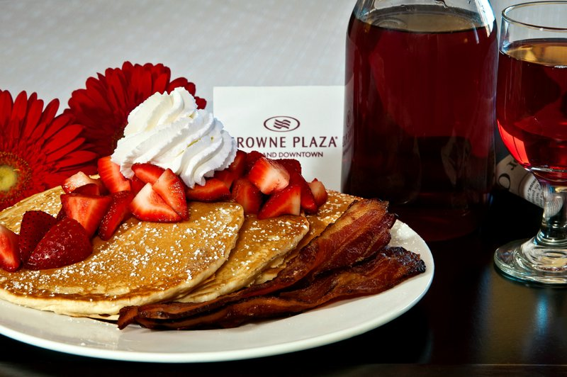 Crowne Plaza Portland-Downtown Conv Ctr-Breakfast Area: Crowne Plaza Portland Downtown Convention Center<br/>Image from Leonardo
