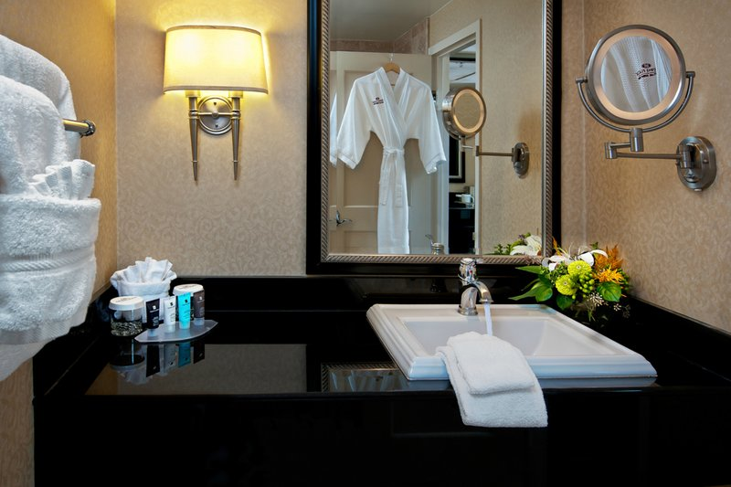 Crowne Plaza Portland-Downtown Conv Ctr-Guest Bathroom<br/>Image from Leonardo