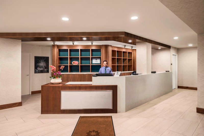Four Points by Sheraton Anaheim-Front Desk<br/>Image from Leonardo