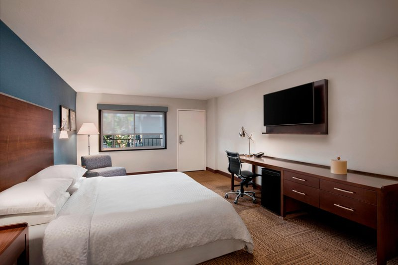 Four Points by Sheraton Anaheim-King Traditional or Deluxe ADA Guest Room<br/>Image from Leonardo