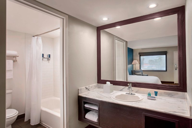 Four Points by Sheraton Anaheim-Guest Bathroom<br/>Image from Leonardo