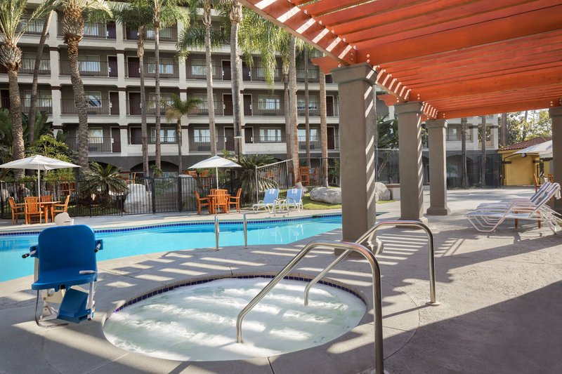 Four Points by Sheraton Anaheim-Pool Jacuzzi<br/>Image from Leonardo