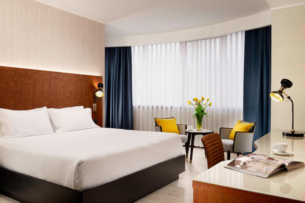 Four Points by Sheraton Siena-King Deluxe Guest Room<br/>Image from Leonardo