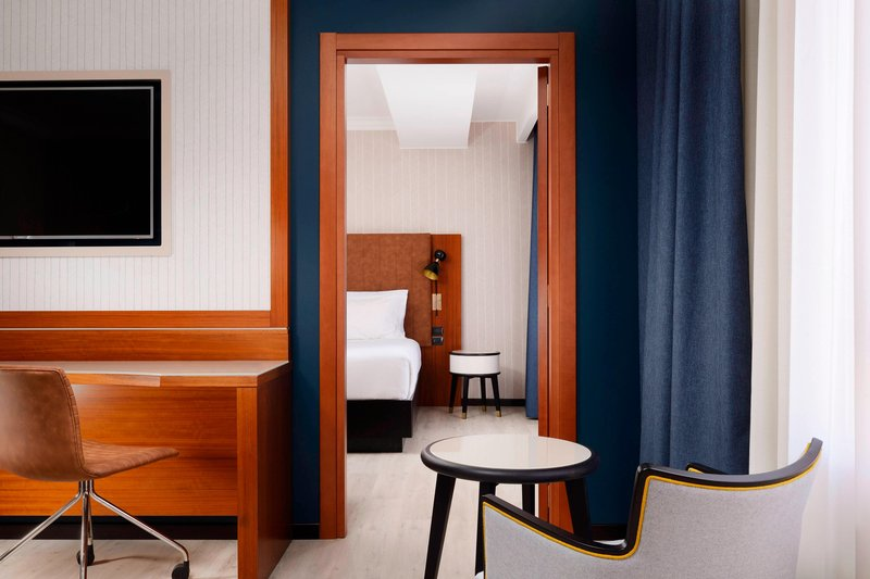 Four Points by Sheraton Siena-King Connecting Guest Room<br/>Image from Leonardo
